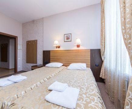 кровать в номере в отеля