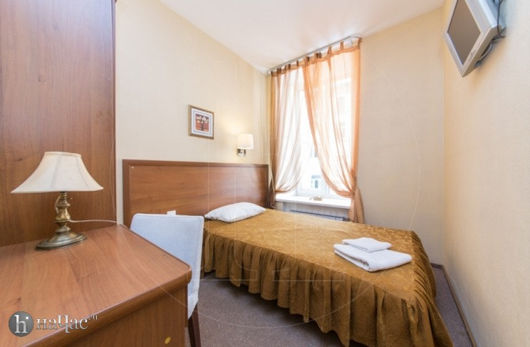 тумбочка в номере отеля