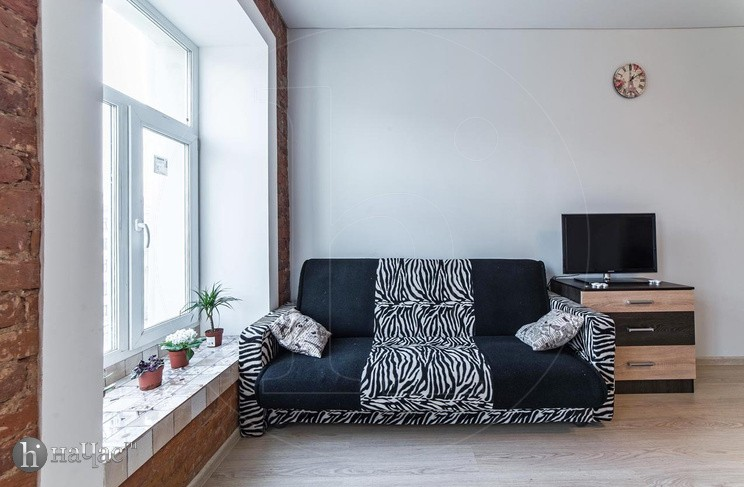 диван и тв