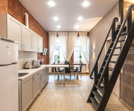 кухня и лестница