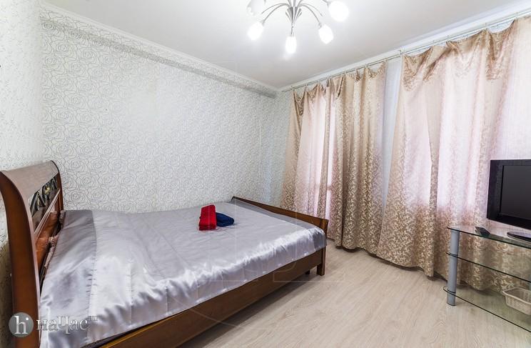 Кровать перед ТВ