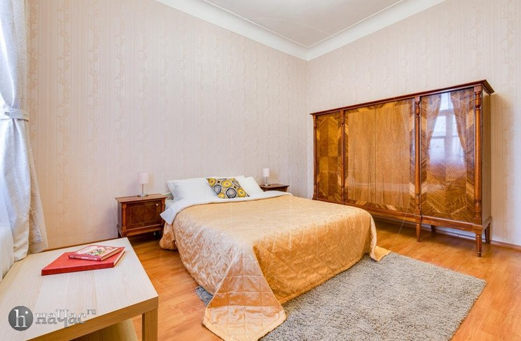 Кровать и шкаф