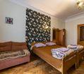 Комната 3-местная кровати и диван