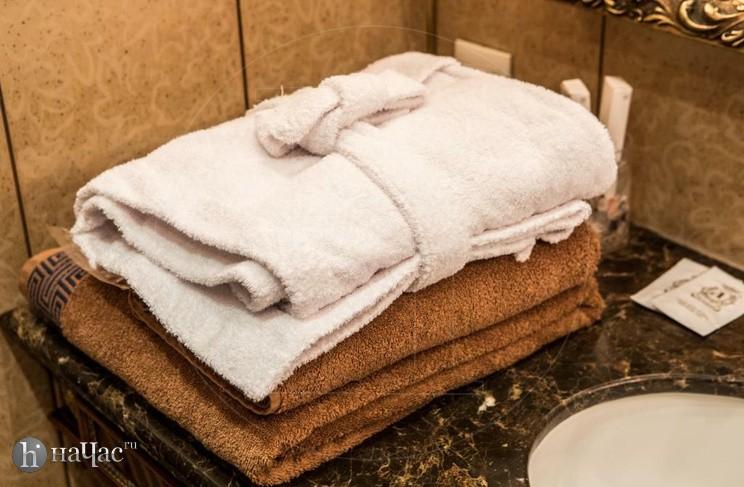 полотенца и халат