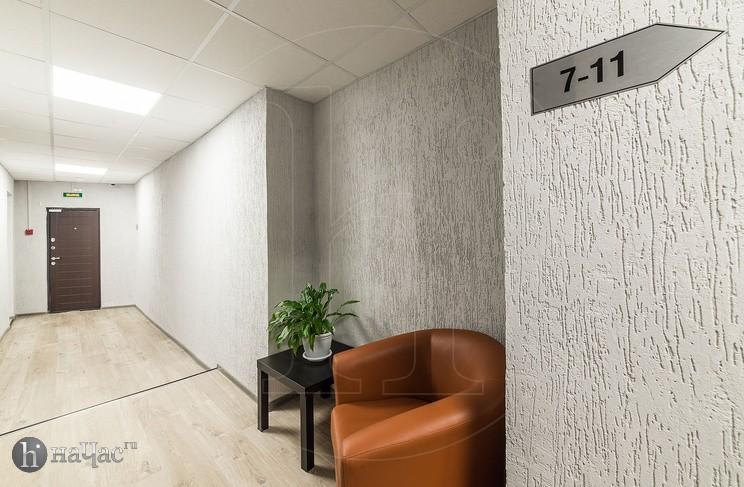 Кресло в коридоре