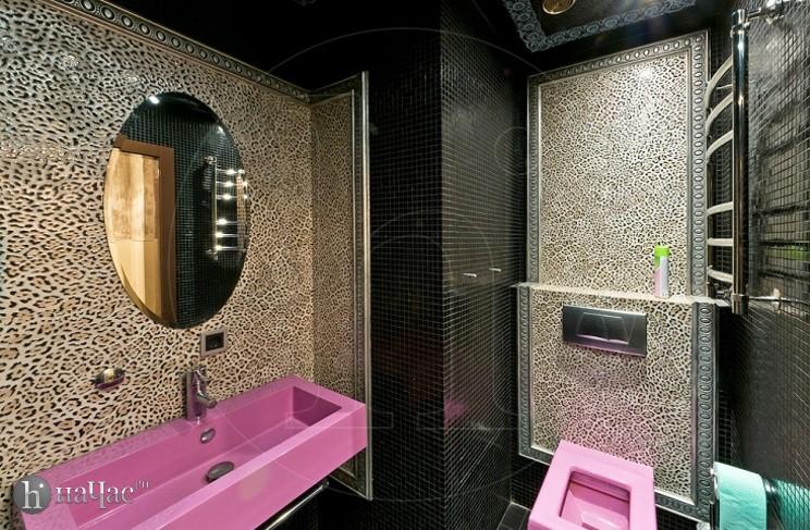 ванна с розовой раковиной